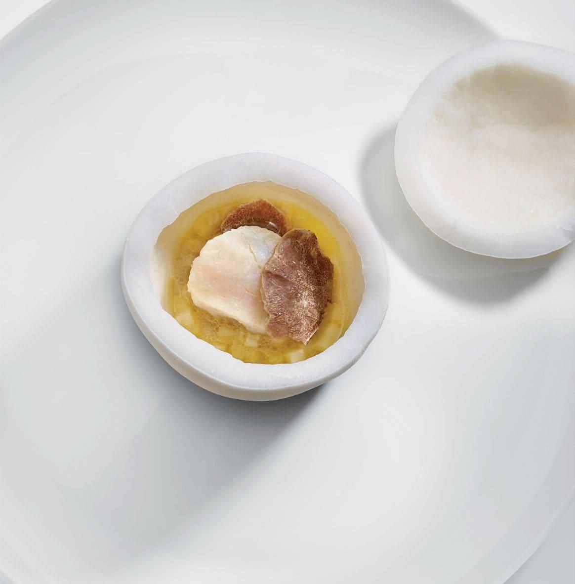 La Saint-Jacques de Normandie, Noix de coco, Jus de cuisson naturel au rhum vieux agricole, truffe blanche d'Alba