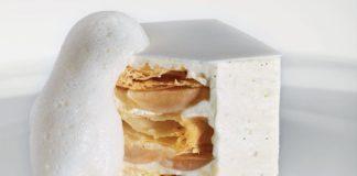 Le Mille Feuille blanc, crème légère à la vanille de Tahiti, fine gelée au jasmin, émulsion au poivre Voatsiperifery