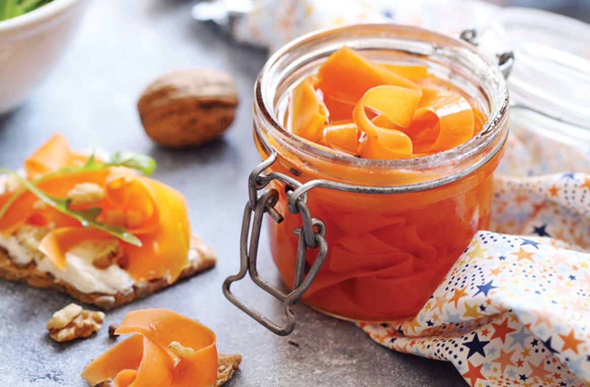 Tartines de pickles de carottes au vinaigre cidre et noix