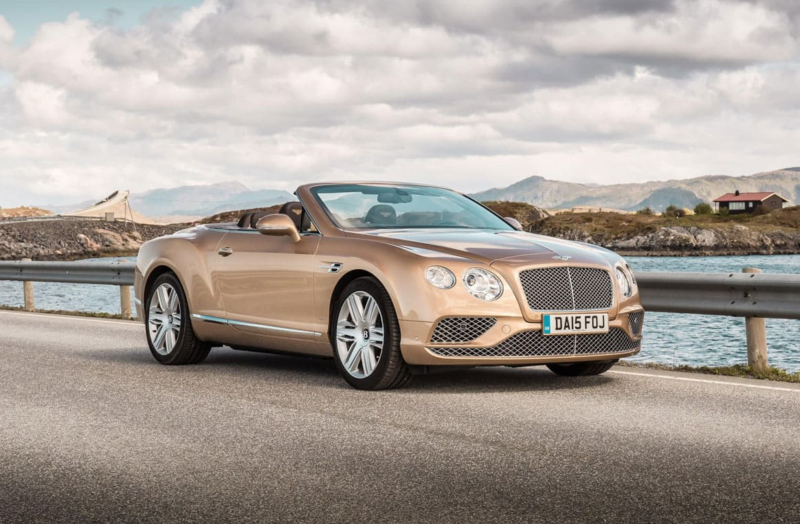 Balade sur la côte adriatique croate, en Bentley cabriolet